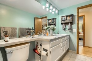 07_Bathroom_IMG_4176