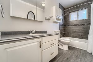 05_Main_Bathroom__IMG4450