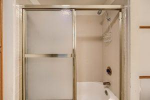 07_Bathroom_IMG_5689