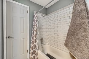 07_Bathroom_IMG_5969