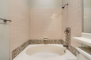 07_Bathroom_IMG_1930