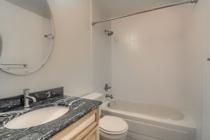 07_Bathroom_IMG_0355